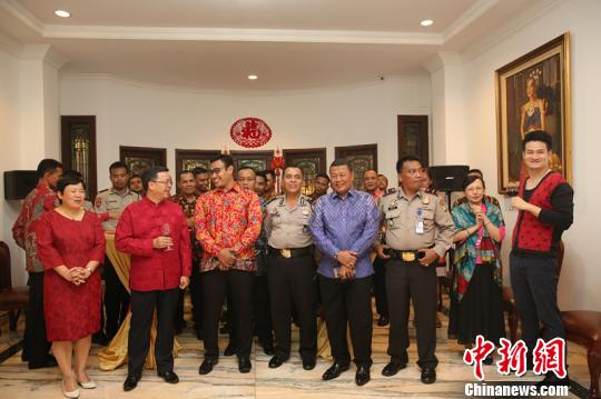 中国驻东盟大使与印尼基层民众共庆新春