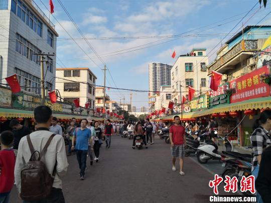 广西北海迎来春节假期游客高潮