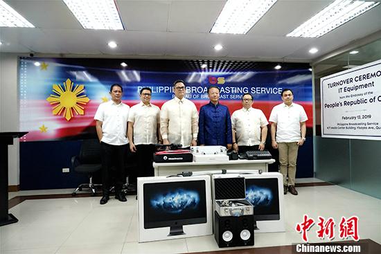驻菲律宾大使馆捐赠广播设备助力中菲人民交往